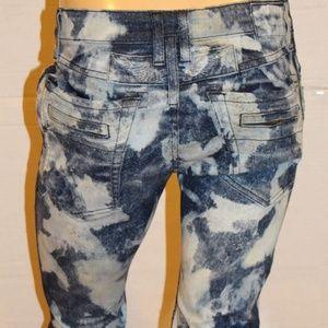 ROBIN'S JEAN Slim Straight Jeans -Acid wash
